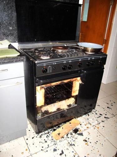 Oven with shattered glass door.jpg
