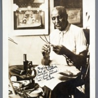 https://omeka-dev.nal.usda.gov/exhibits/speccoll/files/imports/manuscript_collections/carver/carver_Photograph.jpg