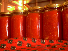 Canned tomatoes (Copyright IStock.)