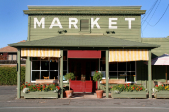 Country Farmers Market store. (Copyright IStock)